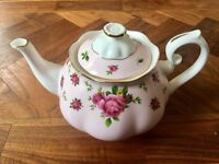 Stunning Royal Albert New Country Roses Teapot! Great condition