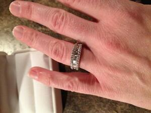 Ladies Diamond Band Style Ring White Gold Gatineau Ottawa / Gatineau Area image 2