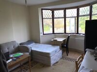 Large Double Room in Turnpike Lane / Wood Green - ideal for couples