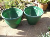 2 Large Green Plastic Garden Pots 9hardly been used)