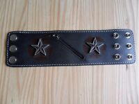 Mens's leather wrist wallet