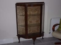 VINTAGE DISPLAY CABINET / CHINA CABINET £10