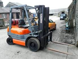 Toyota 2.5 ton gas for hire or sale