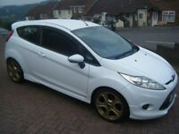 white ford fiesta zetec s nice looking car with st gold wheels