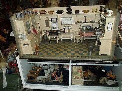 Puppenküche weiß mit Einbauschränken(selten), ca 90,5 x 43 x 51,5cm um 1920