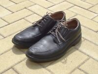 Man's leather shoes in UK size 12G