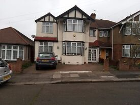 House to let near Redbridge Tube Station, 5 Bed Rooms 2 bath rooms , large kitchen , 3 receptions