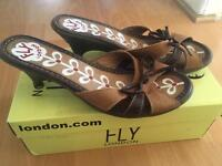 Fly sandals