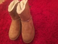 Designer Ugg Boots , tan colour , fully fur lined with bow, brand new in box size 5