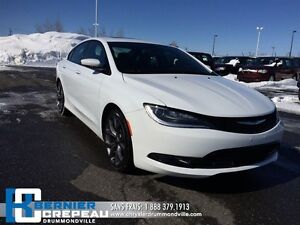 2016 Chrysler 200 S **TOIT PANO, CUIR, GPS, CAMERA + WOW!!
