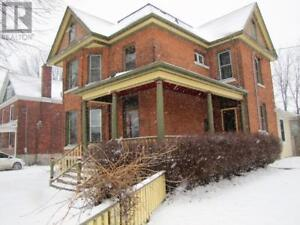 Students! Must see 7 bed house near Queen's - 268 Victoria St.