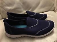 Size 6 / 39 navy blue slip on shoes