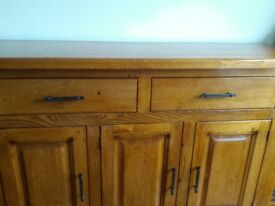 Beautiful solid oak sideboard. Excellent condition.