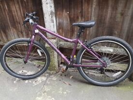 Women hybrid bike, perfect for days out and commuting, used twice.