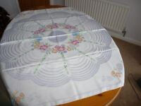 Attractively patterned Damask table cloth