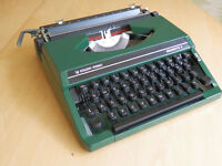 Silver-Reed Silveretta 11 - vintage portable typewriter with hard case.