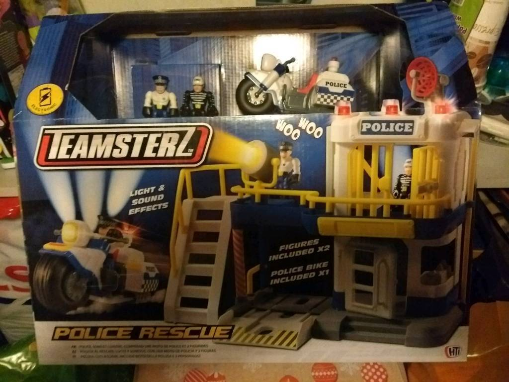Teamsterz Police playset BRAND NEW with lights and sounds