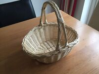 LIGHT WICKER CONFETTI BASKET FOR WEDDING STORAGE WITH HANDLE USED ONCE!