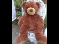 LARGE SOFT BROWN TEDDY BEAR. BEDROOM. NURSERY. LOTS OF SOFT TOYS FOR SALE - COLLECTABLE