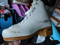 Ice Skate shoes VERY GOOD CONDITION