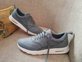 Nike thea mens trainers size uk 9