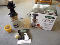 Omega VRT352 juicer