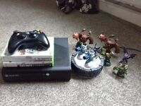 Xbox 360 E with games and skylanders pack ab