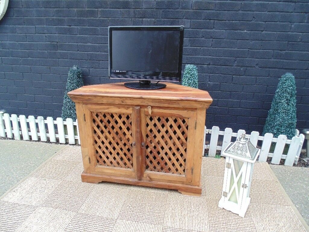 SHESHAM JALI LARGE CORNER TV CABINET VERY SOLID AND HEAVY CABINET IN EXCELLENT CONDITION