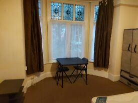 NICE LARGE BRIGHT STUDIO FLAT £115PW ALL BILLS INCL EXCEPT COUNCIL TAX 1.5 MILE MANCHEST CITY CENTR