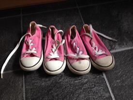 Size 9 girls converse x2
