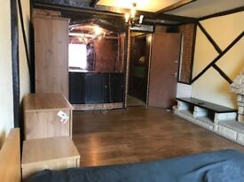 FURNISHED LARGE DOUBLE ROOM TO LET IN A SHARED HOUSE IN OLDBROOK