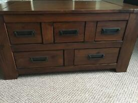Coffee table/chest of drawers