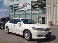 2014 Honda Accord TOURING MODEL - LEATHER, SUNROOF, NAVIGATION.