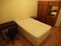 A very nice south facing double room to let student newington city center EH8