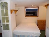 ENSUITE HUGE ROOM WITH 2 DBL BEDS AND PRIVATE BATHROOM IN STRATFORD