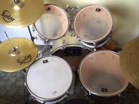 DRUM KIT (CB DRUMS) - IDEAL FOR BEGINNERS