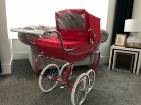 Immaculate silver cross pram comes with silver cross matching bag, pillow, blanket and rain cover