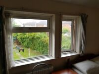 RENT DOUBLE ROOMS£120,FULLY FURNSHORT/LONG TERM, WIFI,COUPLES/ SHARE TWIN OK,all inc no bills