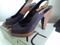 Ladies tan and black shoes size 6
