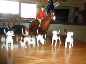 Beswick Huntsman on horse back with 5 hounds and the fox