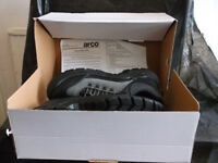 'Arco' branded men's safety trainers (size 9)