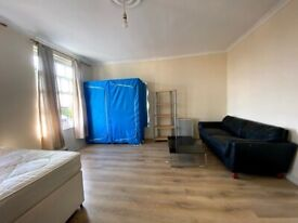1 Single and 1 Double/Twin room in same 5 bed flat in White City, Westfields, Zone-2. All incl.