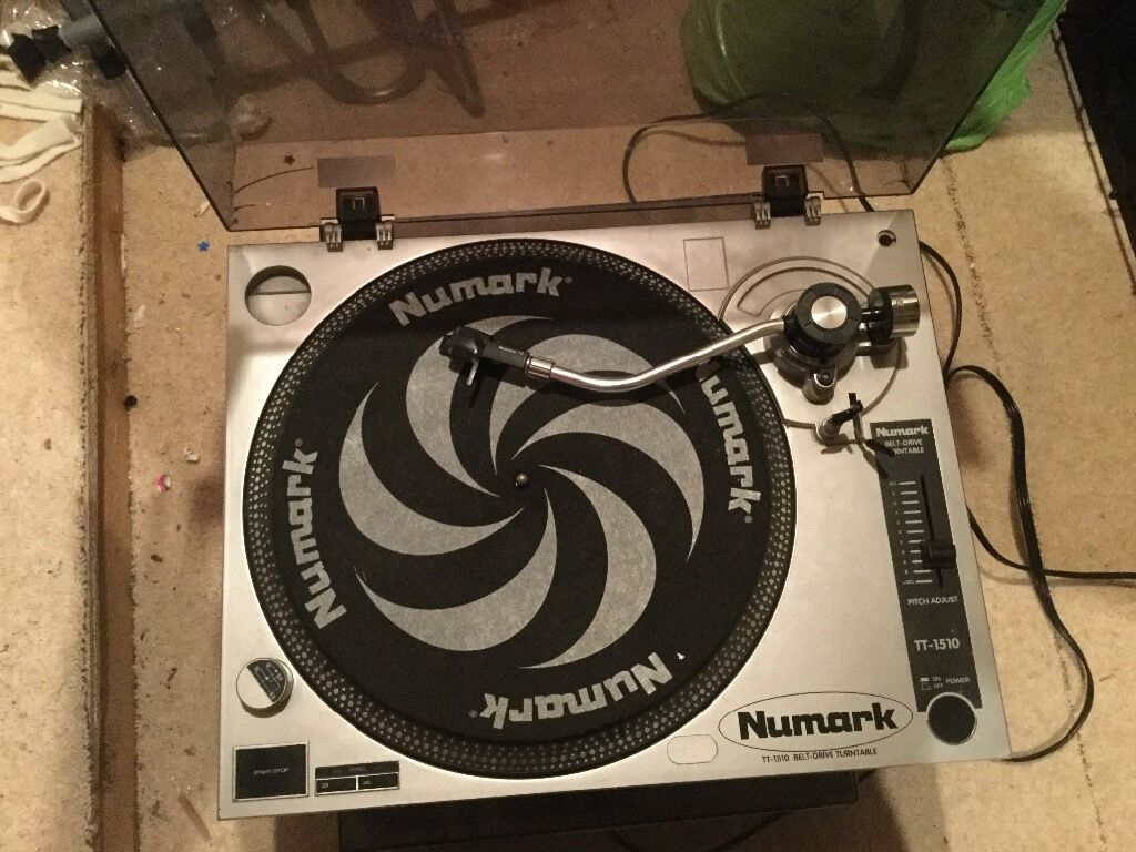 Gemini PS-626 stereo mixer with two Numark turntables  Used