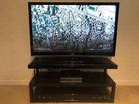 Perfect 50inch LG TV with LG soundbar and NORSTONE GLASS stand