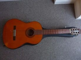 Classical acoustic Yamaha G-55A guitar and hard case