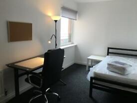 STUDENTS - 3 BEDROOM FLAT / LOUNGE / PARKING