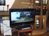 "TV LCD 26"" BUILT IN DVD/2X HDMI/DIVX PLAYER /DOLBY/USB PORT ORIGINAL REMOTE EXCELLENT CONDITION"