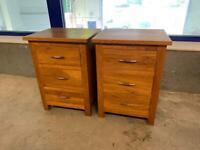 2 solid Oak bedside tables