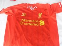 LIVERPOOL FC KIT AND COAT AS NEW STANDARD CHARTERED/WARRIOR SIZE M/L £20 THE LOT
