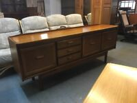 BEAUTIFUL SOLID 60's WILLIAM LAWRENCE TEAK SIDEBOARD IN VERY GOOD CONDITION